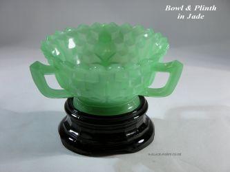 Jobling Glass 3 Handled Bowl on Jet Plinth (1)