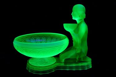 Kneeling Lady Centrepiece and Bowl - Unknown Maker (2e)